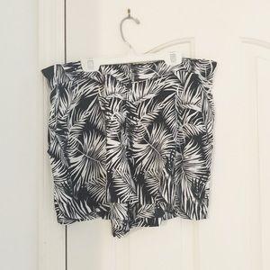 H&M Black/White Elastic Waste Leaf Print Shorts